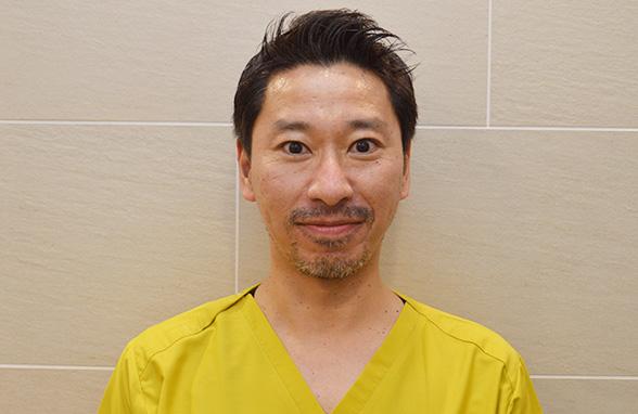 歯科医師  平岡智晴
